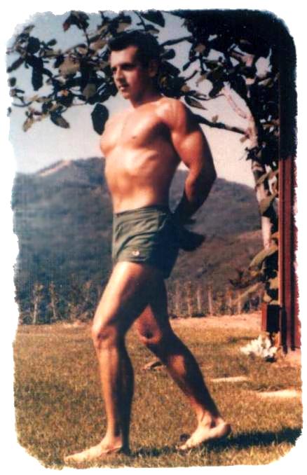 sidney-fryer_donald_bodybuilder_pose